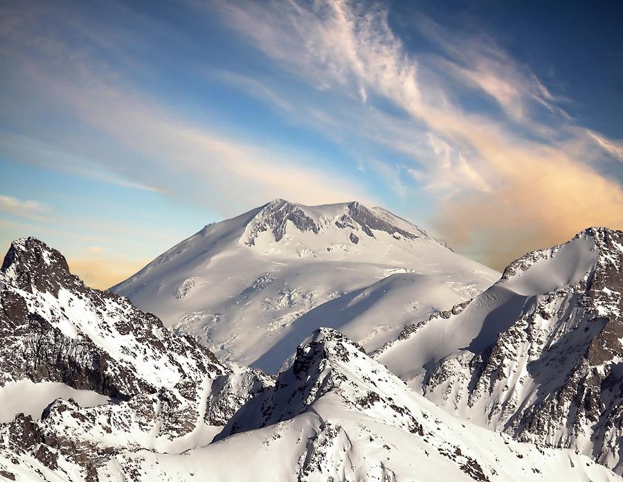 Mount mckinley, denali) высотой 6194 метра двуглавую величественную денали (мак-кинли; англ